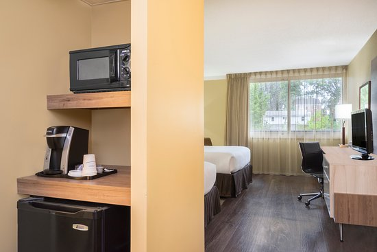 Cheverly, MD: New Keurig Coffee Makers, spacious, clean rooms