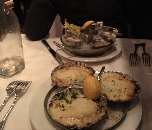 Bethesda, MD: Scallops gratiné and oysters!