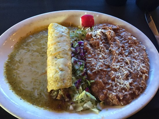 Casa de Mina: Having the lunch special for only $5.99...shredded beef enchilada. I asked for double beans and