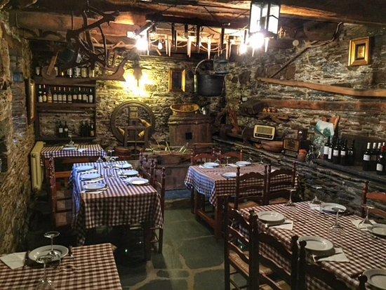 Meson Restaurante La Cerca: El comedor