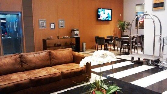 Quality Hotel Curitiba: Parte do Lobby do Quality Curitiba
