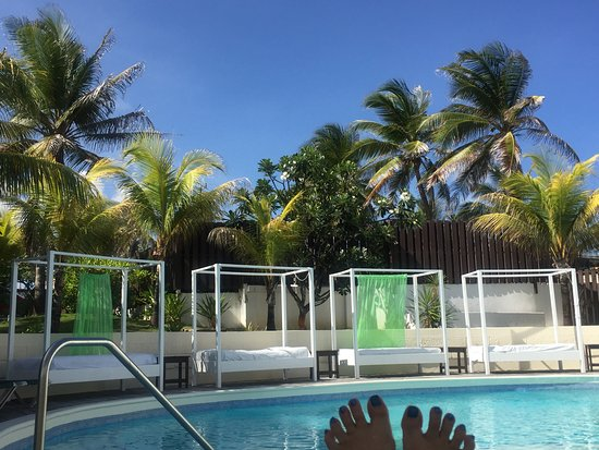 Silver Point Hotel: time to chill by the pool.