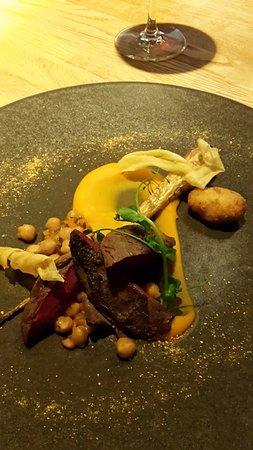 Vilvoorde, Βέλγιο: Wilde bosduif met wortel- pompenpuree.