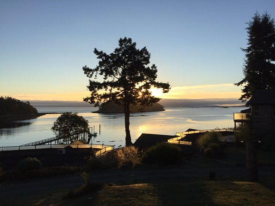 Mayne Island, Canadá: Sunrise from our room (205 if I remember right) - Spectacular