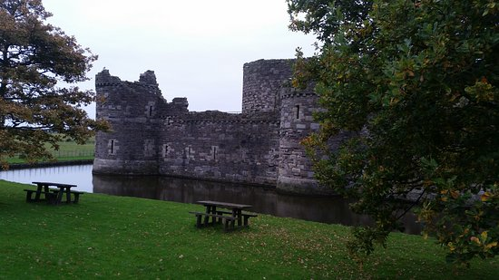Beaumaris, UK: North West section of outer curtain wall