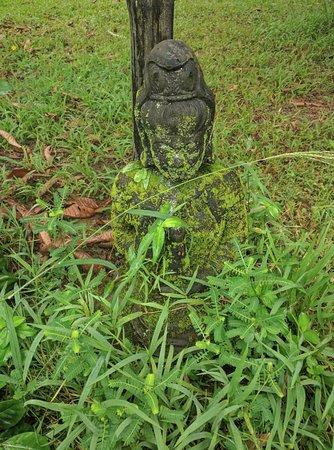 Kilauea, Hawái: Beautiful statuary on the grounds