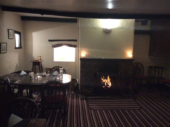 Eskdale, UK: Roaring log fire.