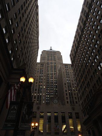 Inside Chicago Walking Tours Example Of 1920s Art Deco Architecture Board Trade