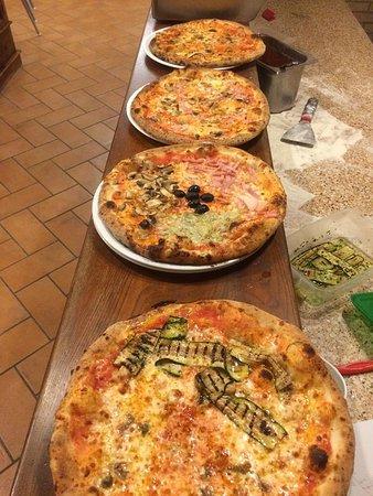 Castellina Marittima, Italia: Favolose pizze !!!