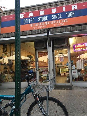 Sunnyside, นิวยอร์ก: Great fresh coffee, beans, and the world's BEST iced coffee!!