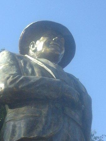 Monumento a Carlos Gardel