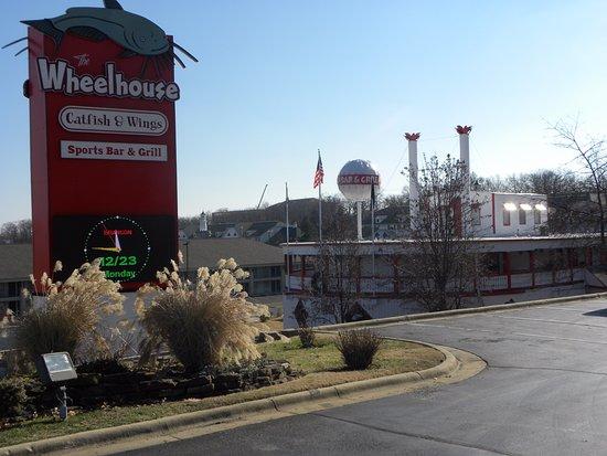 Wheelhouse Restaurant Catfish and Wings: Wheelhouse Restaurant the Best Catfish in Branson