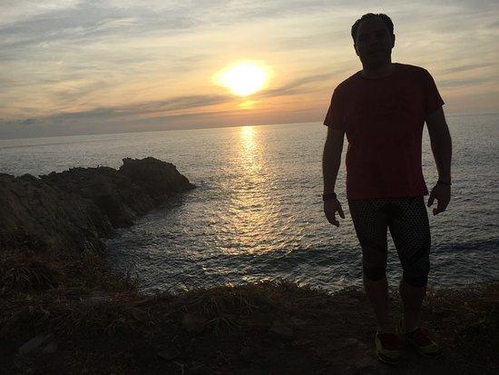 Celeste Del Mar : sol poniendose frente a la luna
