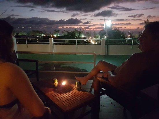 BEST WESTERN Phuket Ocean Resort: utanför rum 4218 inte så roligt med betong..