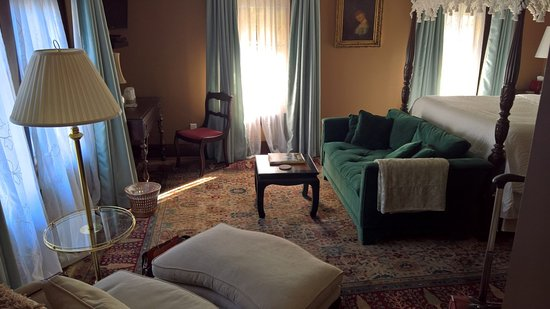 Dickens House Bed and Breakfast: Dicken Suite includes a confortable chair, a sofa, and desk