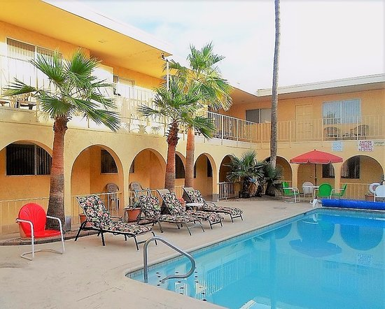 Hidden Palms Resort & Condominiums: Nice and clean pool in the courtyard