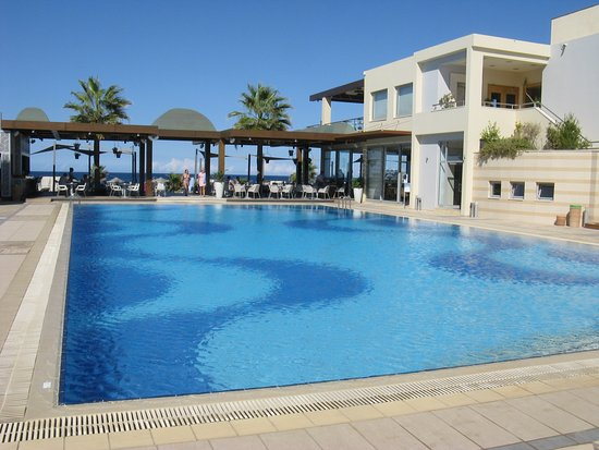 Minoa Palace Resort & Spa: Beach pool close to beach