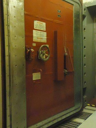 Cooperstown, Dakota du Nord : heavy, thick blast door