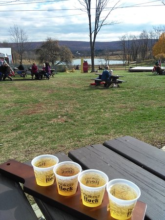 Applewood Winery: Naked flock cider