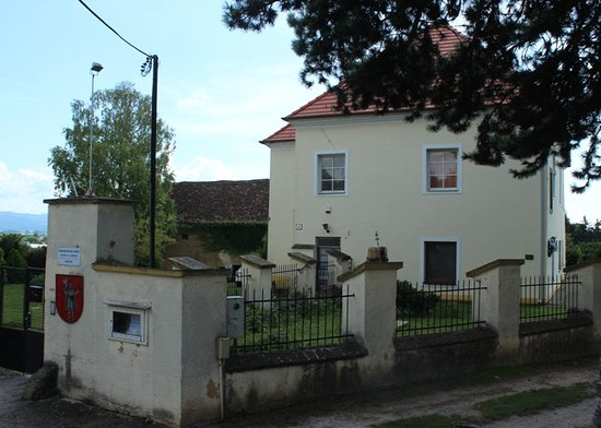‪Roman Catholic rectory‬