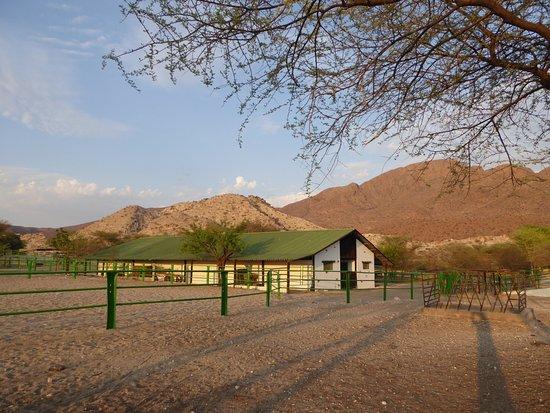 Karibib, Namibya: Pferdestallungen