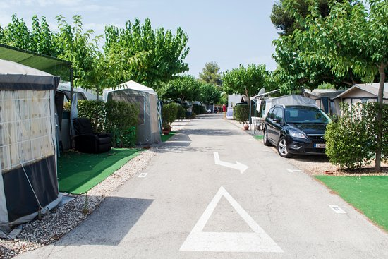 Camping Arena Blanca: Calle camping