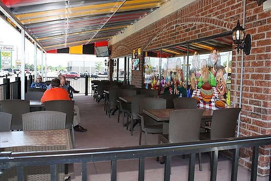 Clinton Township, MI: Wiseguys Bar and Grill