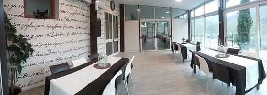 Vernio, Italy: La prima sala a vetri all'entrata del Ristorante.