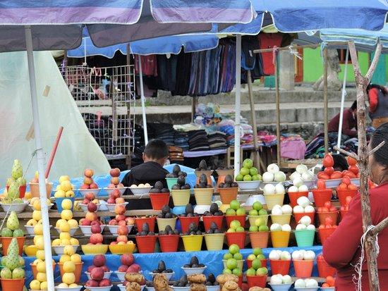 San Juan Chamula, Мексика: Il mercato nella piazza principale