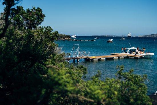 Resort Le Saline Palau : Pontile per escursioni a 200 metri dalle Ville
