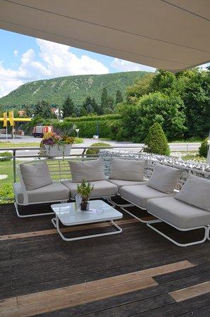 Hainburg an der Donau, Austria: Couch auf unserer Livios Terrasse