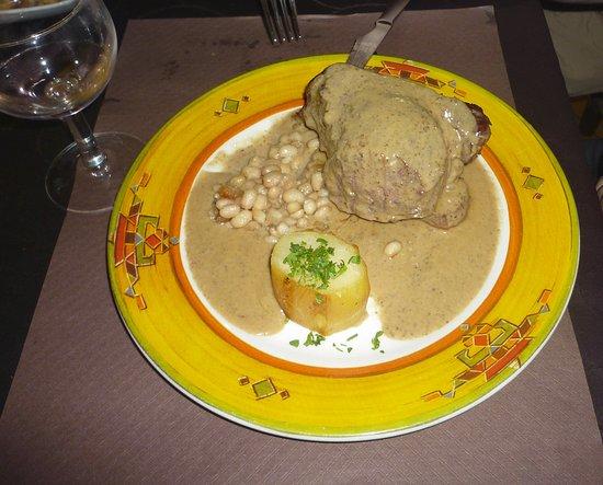Mieres, España: Filet de vedella amb salsa de bolets de Can Met. Espectacular