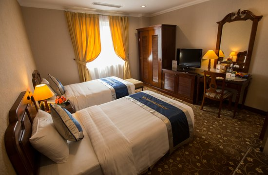 Adamas Hanoi Hotel: Deluxe Room has a big window and so quiet,, located in the back-side of building