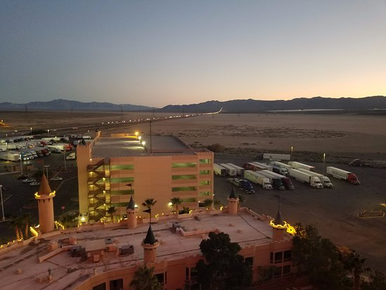 Whiskey Pete's Hotel & Casino: Interstate 15 backed up with traffic - good place to stop