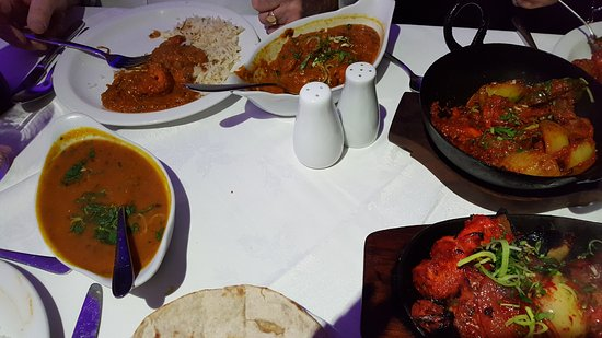 Llanymynech, UK: Plain curry and brother in laws chicken curry