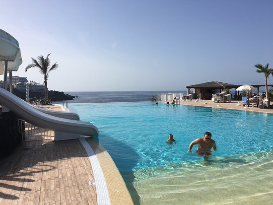 Picture of oasis los gigantes tenerife for Piscinas en los gigantes tenerife
