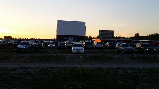 screen 2 picture of the 5 drivein theatre oakville