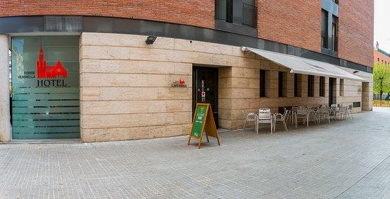 Hotel Torre Vermella: Terraza y recepción