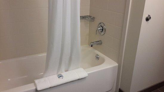 Cumberland, MD: No awful round shower stall here!!