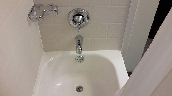 Cumberland, MD: No awful round shower stall here!!!