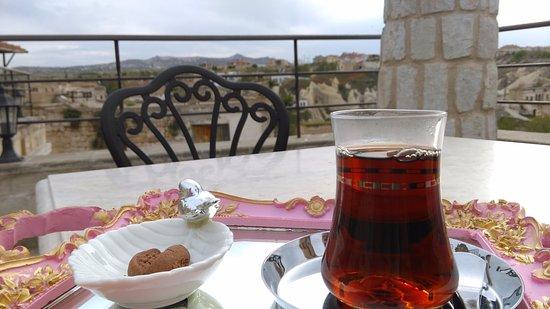 Ortahisar, Turcja: Complimentary afternoon Turkish sea on the terrace.
