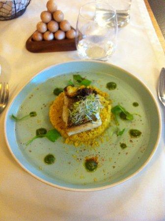 Senonches, Frankrike: merlu sur lit de semoule