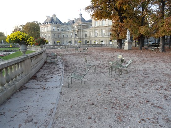Lots of photo opportunities luxembourg gardens paris for Jardin du luxembourg hours