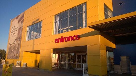 IKEA West Sacramento Entrance