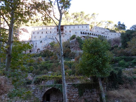 Deir Qozhaya: Monastère vu du sentier de randonnée