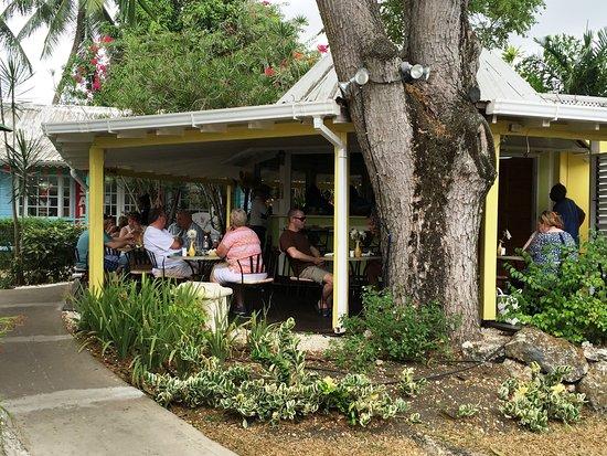 Holetown, Barbados: Al fresco dining