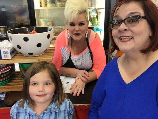Hoquiam, WA: All generations love Deidra's Deli