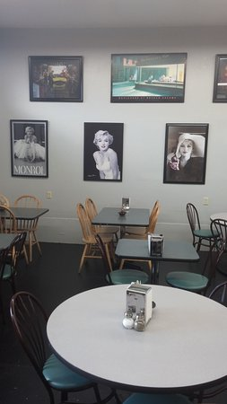 Hoquiam, WA: Newly remodeled with fun pics of Marily, Elvis and more