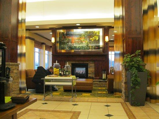 Hilton Garden Inn Great Falls: LOBBY AREA