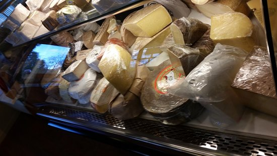 Freestone, Califórnia: OMCheeeesee! I have literally died and gone to cheese heaven and I get to taste it for FREE too!